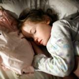 I denne måned har 724 psykologer skrevet et åbent brev til Gyldendal, hvor de opfordrer forlaget til at trække søvntræningsbogen »Godnat og sov godt« tilbage. De peger på, at bogens metoder er skadelige.