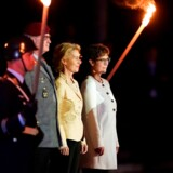 Torsdag aften takkede Ursula von der Leyen af som Tysklands forsvarsminister. Det skete ved en traditionel militærceremoni i Berlin. Ved siden af von der Leyen ses hendes afløser som forsvarsminister, Annegret Kramp-Karrenbauer.