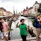 Turister skaber liv i byen og skal være velkomne, mener en læser.