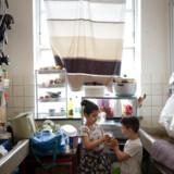 Det er endnu uvist, hvilke forbedringer der vil være på et nyt kommende udrejsecenter for børnefamilier, men regerings støttepartier foreslår blandt andet mere private boligforhold og muligheden for selv at lave mad som en familie.