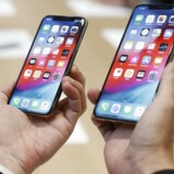 Det er snart et år siden, at Apple lancerede iPhone XS og XS Max. Om mindre end en måned kommer de nye iPhone 11-telefoner, som ventes at se ligesådan ud i designet. iPhone-salget er på et år gået over 18 procent tilbage. Arkivfoto: Stephen Lam, Reuters/Ritzau Scanpix