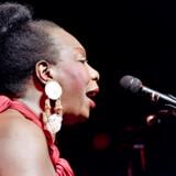 Dokumentaren »What Happened Miss Simone?«, der kan ses på Netflix, tegner et mere nuanceret billede af det sorte ikon, der døde i 2003. Her optræder hun i Olympia Music Hall i Paris i 1991.