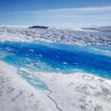 Smeltevandet på toppen af Grønlands Helheim-gletsjer giver forskere dybe panderynker.