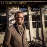 Anders Dam, ordførende direktør i Jyske Bank, har dybe panderynker og frygter blandt andet, at aktiebobler og boligbobler kan springe.