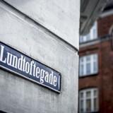 I det almene boligbyggeri Lundtoftegade i netop Lundtoftegade på Nørrebro i København er der i dag godt 1.500 beboere.