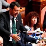 Matteo Salvini gestikulerer under tirsdagens ophidsede debat i det italienske senat, efter at premierminister Giuseppe Conte havde meddelt sin afgang. Den højrenationale leder synes at have forregnet sig, da han forsøgte at fremprovokere et valg, som han står til at vinde stort.