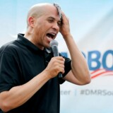 DES MOINES, IOWA - AUGUST 10: Democratic presidential candidate Sen. Cory Booker (D-NJ) delivers a 20-minute campaign speech at the Des Moines Register Political Soapbox at the Iowa State Fair August 10, 2019 in Des Moines, Iowa. Twenty-two of the 23 politicians seeking the Democratic Party presidential nomination will be visiting the fair this week, six months ahead of the all-important Iowa caucuses. Chip Somodevilla/Getty Images/AFP == FOR NEWSPAPERS, INTERNET, TELCOS & TELEVISION USE ONLY ==
