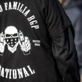Det har siden september 2018, hvor Københavns Politi nedlagde et administrativt forbud mod Loyal To Familia (LTF) været ulovligt at gå med tøj med LTF-logo – eller på anden måde videreføre foreningen ved eksempelvis at rekruttere eller lade sig rekruttere til banden.