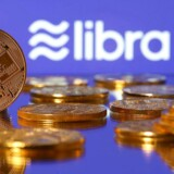Facebooks digitale valuta, Libra, skal ikke findes som fysiske mønter eller sedler, men skal kunne bruges til at betale hos Facebook, netbutikker og meget mere. Men datatilsyn og myndigheder verden over hejser det røde flag.
