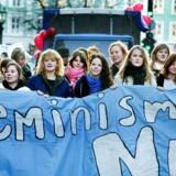 »Tænk, hvor langt vi kunne nå, hvis vi brugte vores begrænsede taletid og kræfter konstruktivt på at finde løsninger og få flere med i bevægelsen, fremfor at bekrige hinanden,« skriver Anja Katrine Søndergaard. Arkivbillede fra kvindernes internationale kampdag i 2005.