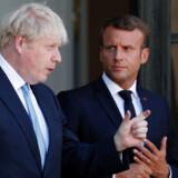 Den britiske premierminister, Boris Johnson, har aflagt besøg hos den franske præsident, Emmanuel Macron, der sagde, at man fortsat kan tale om en aftale for Brexit. Men bolden ligger hos briterne, der skal finde på en acceptabel model for EU til at undgå det irske backstop. Han understregede også, at forhandlingerne ikke foregår i Paris men hos EUs forhandlere i Bruxelles.