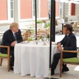 Den amerikanske præsident, Donald Trump spiser frokost med Frankrigs præsident, Emmanuel Macron på førstedagen af G7-mødet i Frankrig på Hotel Du Palais i Biarritz i den sydvestlige del af Frankrig. EPA/LUDOVIC MARIN / POOL MAXPPP OUT