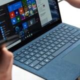 Windows sender oplysninger om brugerne til Microsoft, og det kan stadig være en overtrædelse af de europæiske databeskyttelsesregler, siger det hollandske datatilsyn. Arkivfoto: Drew Angerer, Getty Images/AFP/Ritzau Scanpix