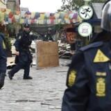 Det er svært at finde et lignende indsatsområde, hvor der er spildt så mange af politiets ressourcer og skyllet så mange skattekroner ud i kloakken, som bekæmpelsen af cannabis i Danmark, mener Alex Vanopslagh. Her fjerner politiet hashboder på Pusher Street, Christiania, i 2016.