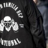 Medlemmer af Loyal to Familia (LTF) fotograferet foran Københavns Byret. Politiet har nedlagt et grundlovsforbud mod at videreføre bandegrupperingen, som i øjeblikket efterprøves i byretten.