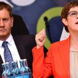 CDU er gået markant tilbage ved de to delstatsvalg, der blev afholdt søndag i Brandenburg og Sachsen. Alligevel er der også et lettelsens suk hos partiets nye formand, Annegret Kramp-Karrenbauer. Det lykkedes nemlig for Sachsens ministerpræsident og CDUs spidskandidat Michael Kretschmer at blive det største parti. Med al sandsynlighed kan CDU dermed bevare magten.