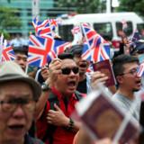 Hundreder af hongkongborgere demonstrerede i weekenden foran det britiske generalkonsulat – de kræver, at Storbritannien accepterer, at de er født britiske og derfor skal have flere rettigheder.