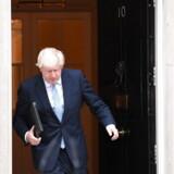 Boris Johnson holdt mandag tale foran Downing Street 10. Premierministeren afviste et nyvalg i Storbritannien, men det kan den kommende uge ændre på.