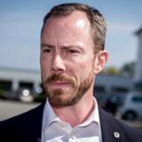 Politisk ordfører Jakob Ellemann-Jensen udtaler sig til pressen efter Venstres hovedbestyrelse møde på Hotel Comwell i Brejning nær Vejle, i lørdags. På hovedbestyrelsesmødet trak både formand Lars Løkke Rasmussen og næstformand Kristian Jensen sig.