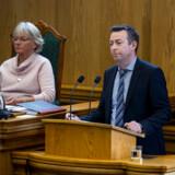 Regeringen og støttepartiernes aftale om et nyt midlertidigt børnetilskud er ilde set i Venstre. »Det er et opgør med kontanthjælpsloftet,« siger Venstres beskæftigelsesordfører Hans Andersen.