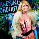 Få danske musikere gjort så meget for vamset pels og røde læderbukser som Sanne Salomonsen. Her er hun fotograferet i forbindelse med sin 50 års fødselsdag på Christiania.