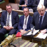 Den britiske premierminister, Boris Johnson, kæmper for sin Brexitkurs. Men regeringen hænger i en tynd tråd, efter at den tirsdag mistede flertallet i Underhuset.