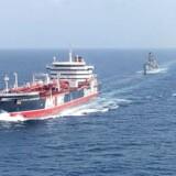 Civile skibe ledsages af den britiske frigat HMS Montrose gennem Hormuz-strædet. Danmark skal påtage sig ansvaret for de danske skibes frie sejlads i Golfen, mener Venstres Michael Aastrup Jensen.