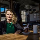 »Og er det egentlig finere at være børsmægler eller litteraturprofessor, end VVS-mand? Sgu ikke den dag, dit afløb er stoppet,« skriver Maise Njor til Katherine Diez.