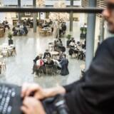 Undervisere bør være mere opmærksomme på deres måde at italesætte køn over for de studerende, lyder det fra ledelsen til medarbejderne ved Institut for Kunst- og Kulturvidenskab på Det Humanistiske Fakultet på Københavns Universitet.