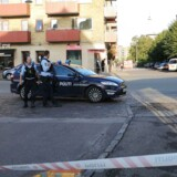 Politiet på gerningsstedet på hjørnet af Bisiddervej og Frederiksborgvej.