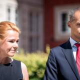 Inger Støjberg (V) overdrog Udlændinge- og Integrationsministeriet til Mattias Tesfaye (S) i juni 2019. Fredag skal regeringen mødes med sine støttepartier for at finde ud af, om der skal nedsættes en undersøgelseskommission rettet mod Støjberg.