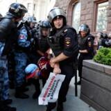27. juli blev hele 1.300 mennesker anholdt ved usanktionerede demonstrationer i Moskva.