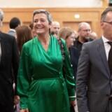 ARKIVFOTO: Margrethe Vestager lignede den store sejrskvinde, da Ursula von der Leyen tirsdag præsenterede sin nye kommission. Danskeren bliver ikke alene viceformand i den nye kommision – hun fortsætter også som konkurrencekommissær.