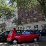 Parkeringsafgifterne er en skat på folk fra andre kommuner. De, der parkerer i København, kommer i høj grad udefra og har ikke stemmeret i den kommunalbestyrelse, som beslutter de høje p-priser. Det er udemokratisk, mener Rasmus Jarlov.