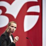 Ifølge 3Fs hjemmeside har man 272.000 medlemmer, som i snit sparer 100 kr. pr. måned i skat på deres medlemskontingent. Det er dyrt for statskassen, skriver Jan Flodin. Her taler Mette Frederiksen ved 3Fs kongres i 2016.