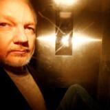 Den fængslede WikiLeaks-grundlægger, Julian Assange, er blandt de over 16 millioner mennesker, hvis persondata er blevet lækket.