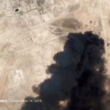 Iran nægter at være involveret i lørdagens luftangreb på en saudi-arabisk olieinstallation, som de iranskstøttede Houthi-oprørere i Yemen har taget ansvaret for. Men USA tror ikke på, at houthierne kan have klaret det alene og truer de ansvarlige med militært modsvar.