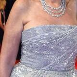 Kan du heller ike se problemet? En »arm pit vagina« er den trekantet, dannet af folder, som f.eks. ses her på den ægyptiske skuespillerinde Yousra på den røde løber forud for screeningen af »Hostiles« under Dubai International Film Festival.