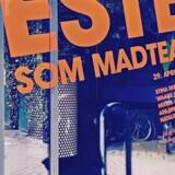 Mette Martinussen foran Republique, der lørdag havde premiere på forestillingen »Festen som madteater.«