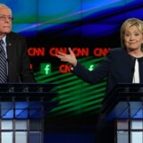 Bernie Sanders og Hillary Clinton under Demokraternes første tv-debat.