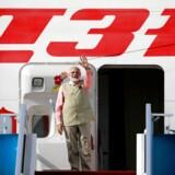 Den indiske premiereminister Narendra Modis kabinet har netop underskrevet en plan om at sælge dele eller hele Air India, skriver Bloomberg.