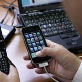 Vi bruger mere og mere tid sammen med vores mobiler, smartphones og bærbare computere. Ny forskning viser, at overdrevet brug ændrer hjernen.