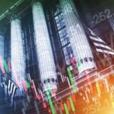 S&P 500-indekset lukkede fredag med et minus på knap 0,4 pct. i 2139,16. De tunge aktier i Dow Jones faldt 0,5 pct. til 18.123,80, og Nasdaq-papirerne sluttede med dagens mindste fald på 0,1 pct. i 5244,57.