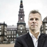 Thomas Larsen, Berlingskes politiske kommentator, foran Christiansborg.