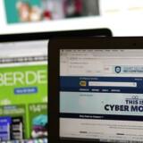 Udenlandske webshops lokker flere og flere danskerne ind, men det kniber med at få udlændinge ind i de danske forretninger. Resultatet er et kæmpe underskud på e-handelsbalancen.