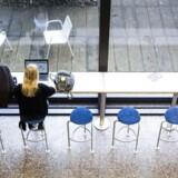 Manglen på praktikantansøgninger fra universitetsstuderende oplever de især hos Region Sjællands kontor i Bruxelles, der skal fremme regionens interesser i EU. Her nedlægger de en praktikplads, der slet ikke er søgt, og hos naboen Region Syddanmark har man i denne omgang modtaget otte ansøgninger mod de tidligere 30 i forrige runde.