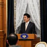 Premierminister Shinzo Abe fortog en kovending i juni og lovede, at hans politik vil gøre økonomien stærk nok til at modstå en stigning i omsætningsafgiften, mens forhøjelsen samtidig blev udskudt til 2019.