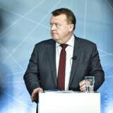 Den danske regering har med nedsættelse af Disruptionrådet taget første skridt, hvor hovedformålet er at få grundigt diskuteret, hvordan vi indretter vores arbejdsmarked til en helt ny digital virkelighed. På arbejdspladserne fylder den allerede med automatisering, big data og kunstig intelligens.
