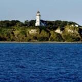 Arkivfoto. Midt ude i vandet dukker Samsø op med Vesborg Fyr som pejlemærke.