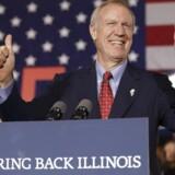 Den republikanske guvernør-kandidat i Chicago, Bruce Rauner, erklærer sig som vinder under valgnatten